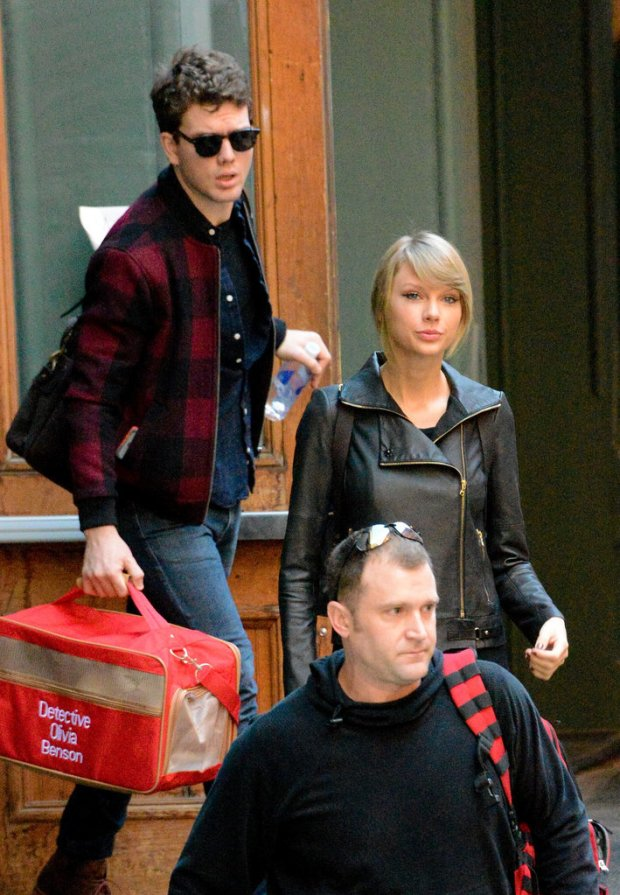 When-he-carried-Taylor-cat-bag-her