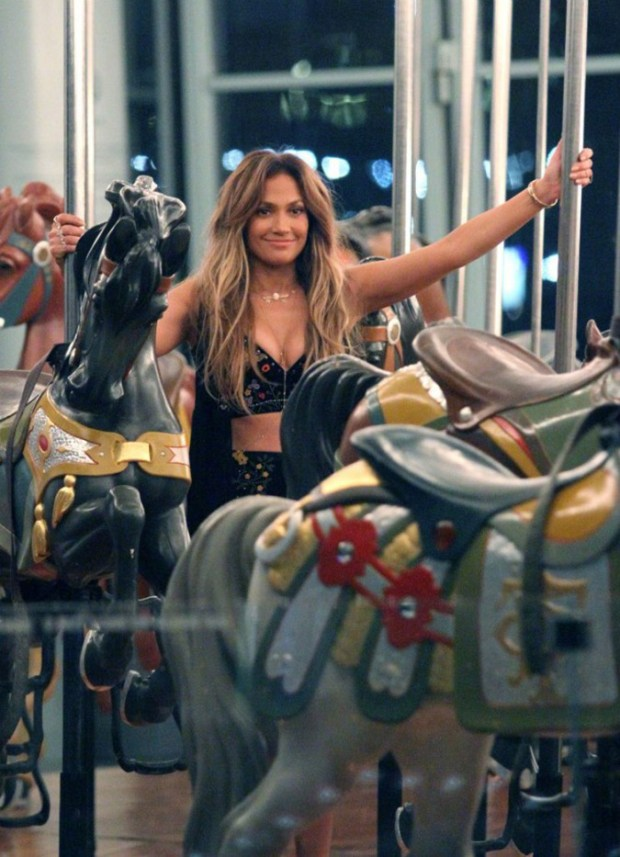 Jennifer-Lopez_-Filming-El-Mismo-Sol-Video--18-662x915