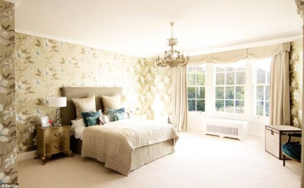 2D69B07C00000578-3272667-New_abode_Anthony_Coaker_from_Savills_which_is_marketing_the_pro-a-63_1444847355583