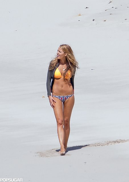 Blake-Lively-Bikini-Pictures-November-2015-3
