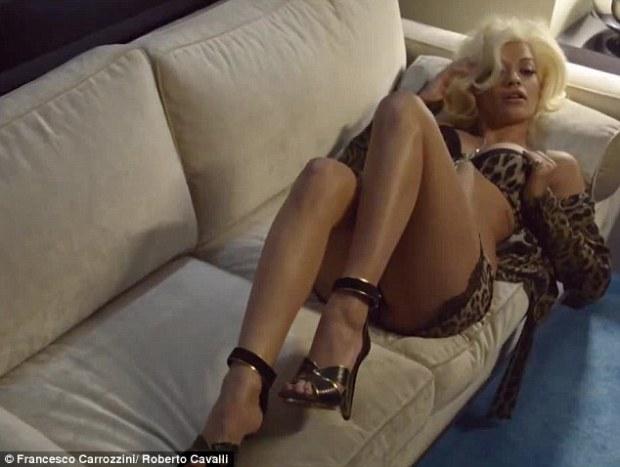 Rita-Ora-couch-sexy
