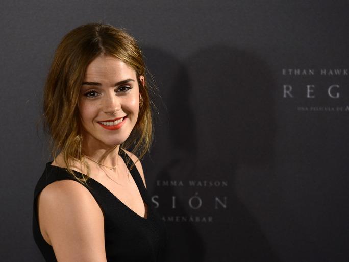 016c0b132601 Keira Knightley -Emma Watson  Προσφέρουν επώνυμα ρούχα τους για το καλό των  προσφύγων