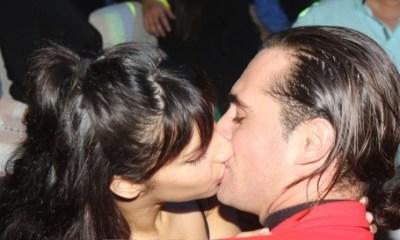 Άνθιμος Ανανιάδης: Παθιασμένα φιλιά με τη σύντροφό του στα μπουζούκια!