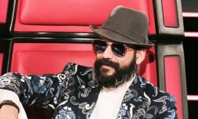 """The Voice"": Αυτός ο διαγωνιζόμενος έχει ολόιδια φωνή με τον Πάνο Μουζουράκη!"