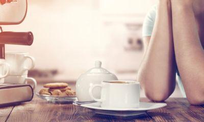 λόγος που δεν πρέπει να πίνεις τον καφέ σου μέσα σε λευκή κούπα!