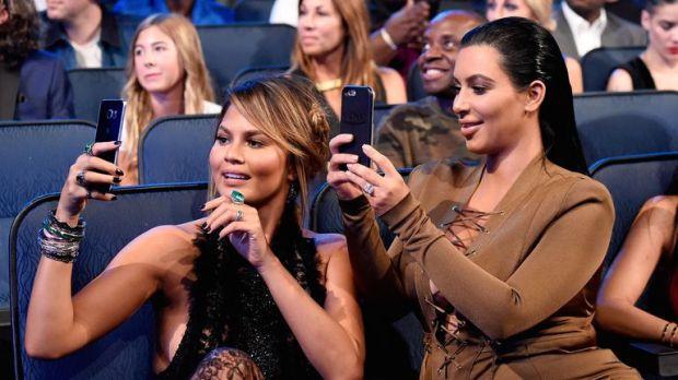 Kim Kardashian και η Chrissy Teigen