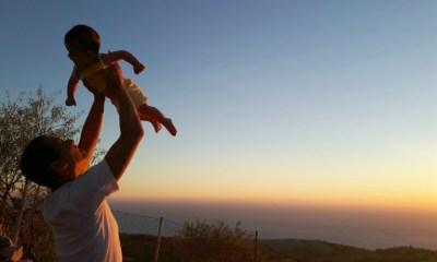 Σωτήρης Κοντιζάς ποζάρει με την 2,5 ετών κόρη