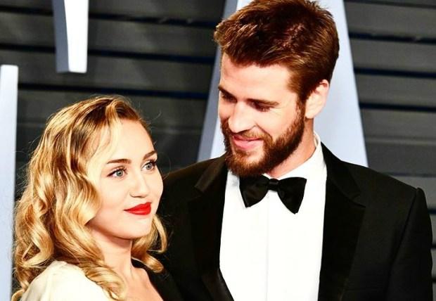 η Miley Cyrus και ο Liam Hemsworth παντρεύτηκαν