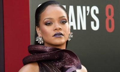 Η Rihanna με μεταλλικό waterfall effect φόρεμα