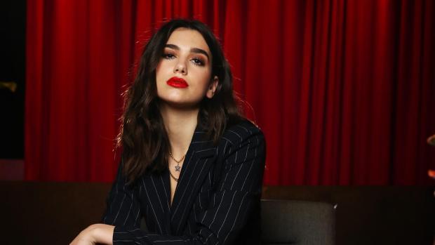 Dua Lipa στο εξώφυλλο της Βρετανικής Vogue