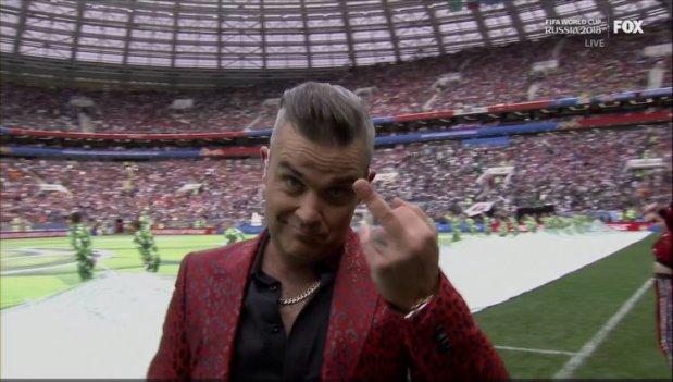 Robbie Williams εξήγησε το λόγο που έκανε κολοδάχτυλο