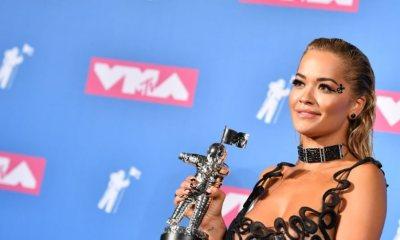 φιλί της Rita Ora με γνωστή τραγουδίστρια στη σκηνή των MTV Video Music Awards 2018