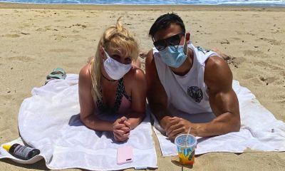 Η Britney Spears και ο σύντροφός της βγαίνουν στην παραλία με μάσκες για τον κορονοϊό!