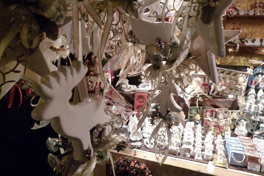 Artesanía navideña en el Mercado de Navidad de Freyung, en Viena