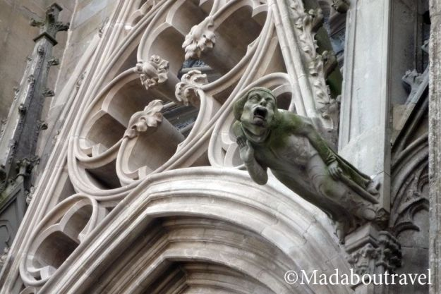 Gárgola en la Basílica de Saint Nazaire en Carcassonne