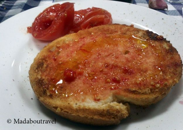Pà amb tomàquet en el restaurant Els Castanyers, Sant Fost de Campsentelles