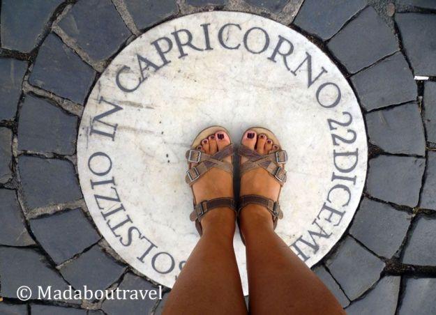 Símbolo de Capricornio en la plaza de San Pedro del Vaticano