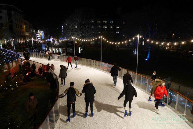 que hacer en edimburgo en navidad: patinaje sobre hielo en st andrew's square