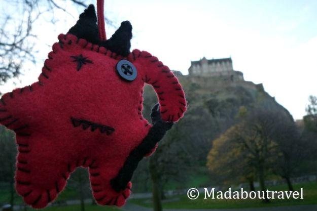 Dimoni frente al Castillo de Edimburgo