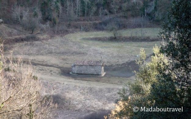 Ermita en el cráter del volcán de Santa Margarida