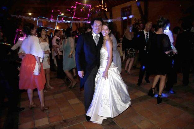 Los novios, Ethel y Esteban, en la pista de baile © PHOTO Vincent ISORE