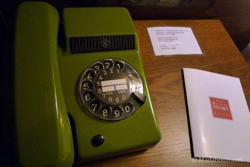 Teléfono vintage en mi habitación del Hostal Sport