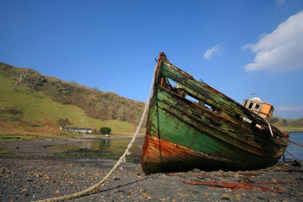 Barco abandonado en Kerrera. Foto de Hugh Spicer / Flickr