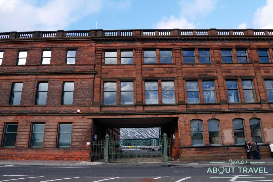 Oficinas de Harland and Wolff en el barrio del Titanic de Belfast