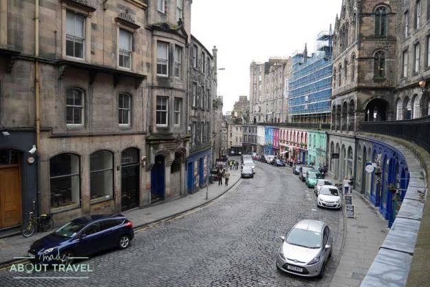 Tour Outlander curva de Victoria Street en Edimburgo