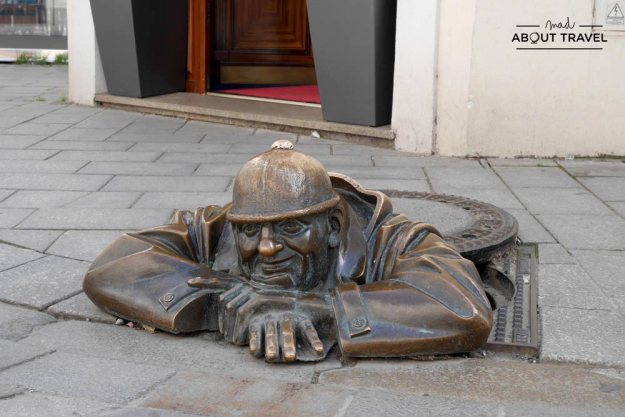 que ver en bratislava - estatuas