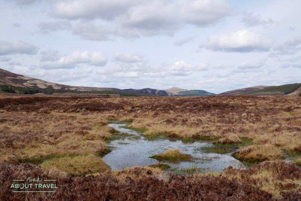 ruta senderista en loch Muick en los cairngorms de escocia