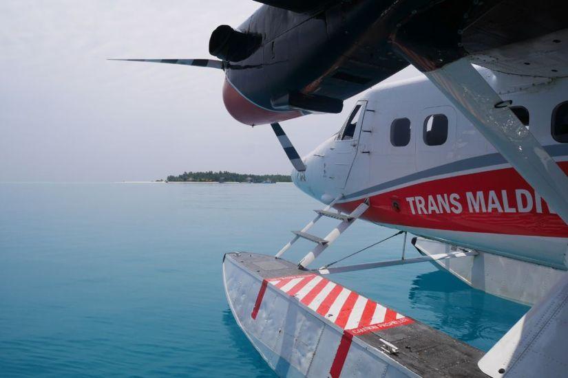 transfer en hidroavión al hotel angsana velavaru en maldivas