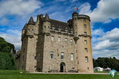 castle-fraser-travels-with-a-kilt
