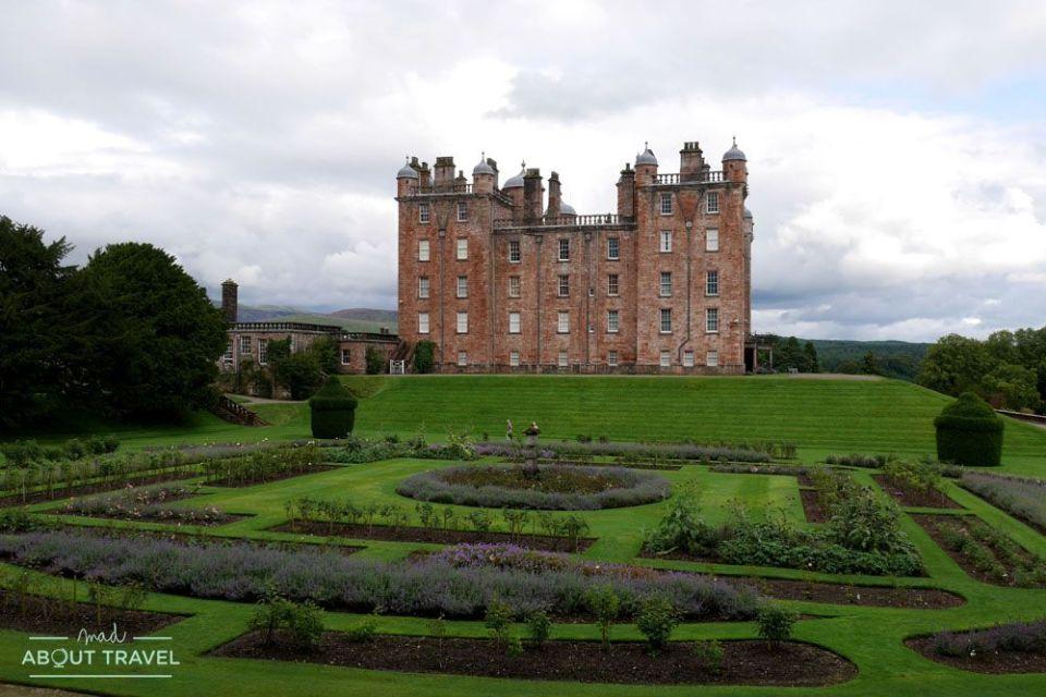 localizaciones del rodaje de outlander en Escocia: castillo de drumlanrig