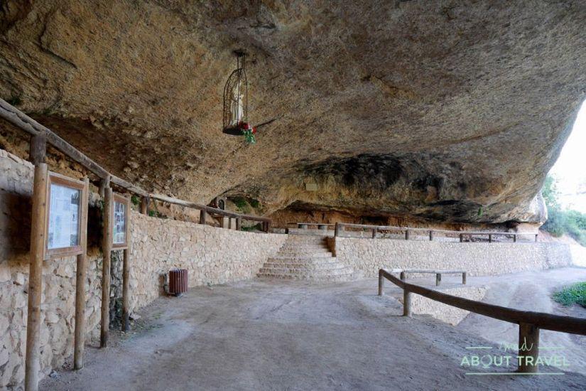 que ver en el priorat: cueva hospital de santa llúcia