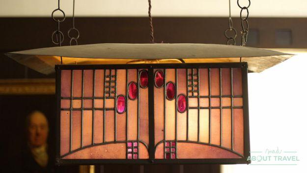 Lámpara diseñada por Mackintosh en la Hill House, Helensburgh