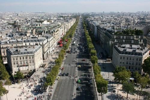 Les Champs-Elysées blog feature pic