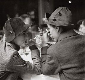 elise-daniels-and-monique-hats-by-schiaparelli-paris-august-1948