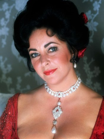 Elizabeth Taylor bar pärlan i A Little Night Music (1977)