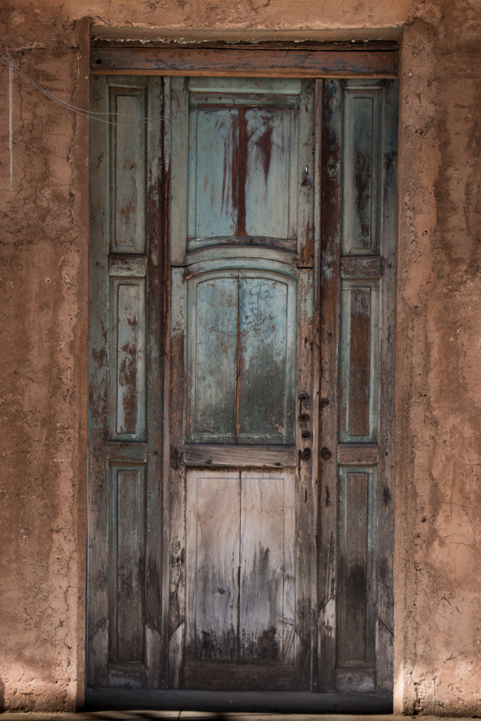 Blog Madame Voyage à Cuba dans les rues de la ville de Trinidad, une vieille porte en bois