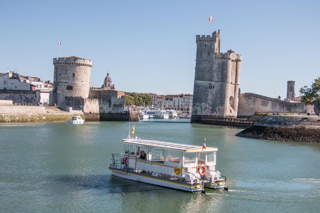 Le passeur, la navette bateau entre le Vieux-Port et le quartier de la Ville-en-Bois, côté médiathèque