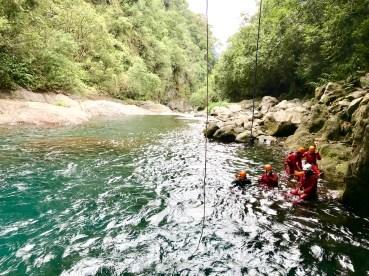 activités sportives, canyoning sur l'île de la réunion avec Ricaric Blog Madame Voyage
