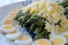 Asparagus with quail eggs and Parmesan