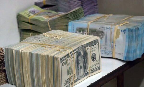السورية والدولار تعبيرية 600x362 - انخفاض بسيط للذهب في سوريا وتركيا وهذه أسعار العملات الأجنبية - Mada Post