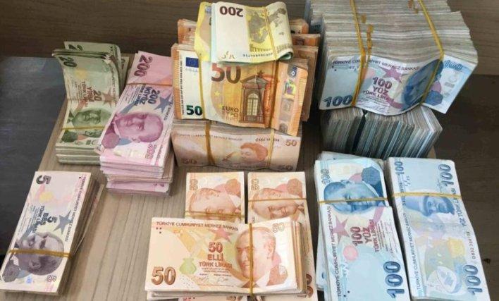 مواقع التواصل 1 - أسعار العملات والذهب مقابل الليرة السورية والتركية 12 10 2020 - Mada Post