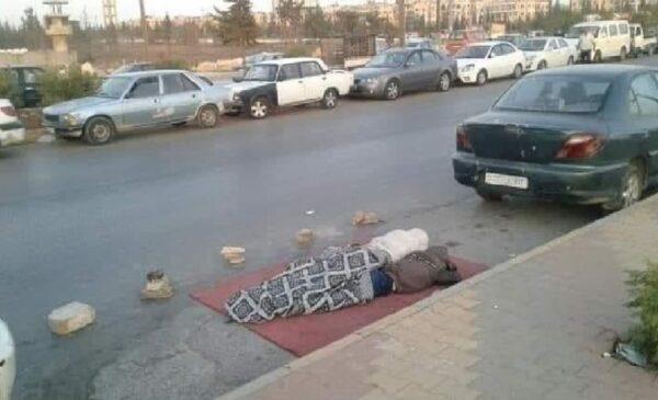في مناطق سيطرة نظام الأسد متداول 600x365 - بعد وصول ناقلة نفط من إيران.. صورة متداولة لسوريين ينامون في الطرقات انتظاراً للوقود