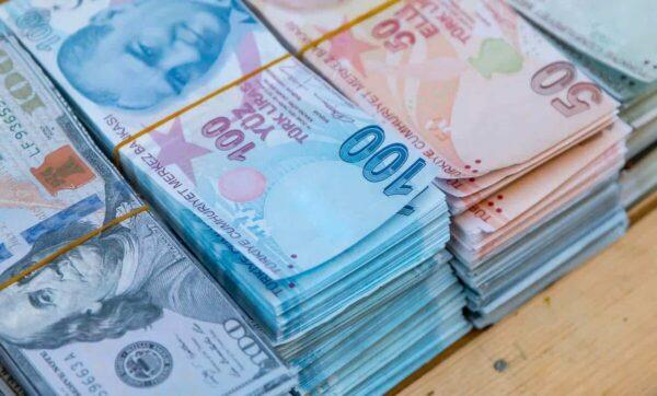 التركية والدولار 600x362 - الليرة التركية في انخفاض قياسي جديد وتوقعات بوصولها إلى هذا الرقم - Mada Post