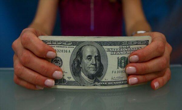 الدولار - تعبيري  الليرة السورية تعود للتحسن أمام العملات 24 11 2020