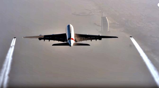 Met Jetpack Naast Airbus A380 Vliegen
