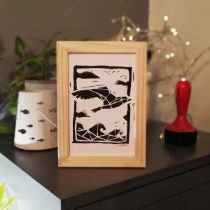cadre-mad-bzh-linogravure-mouette-paysage-breton